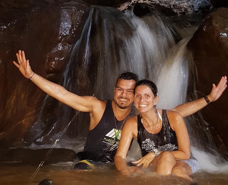 cachoeira caverna lapa penhasco