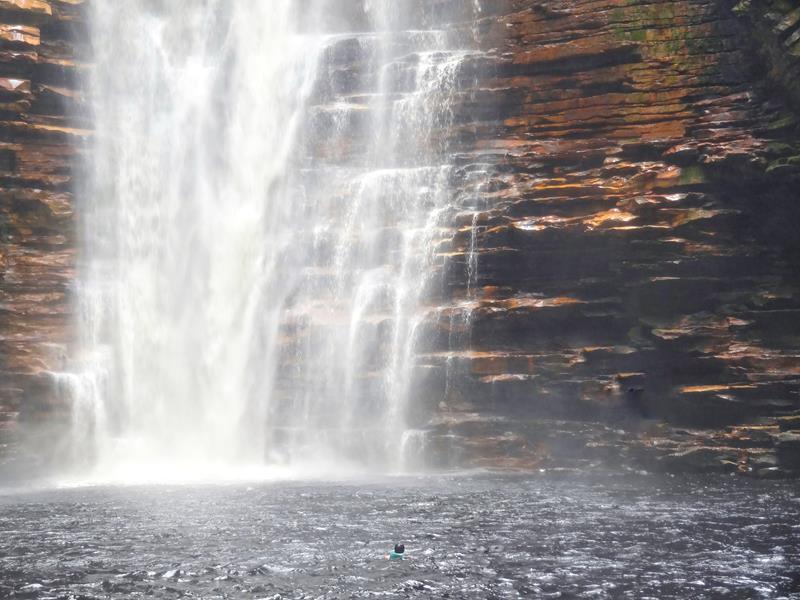 queda da cachoeira do buracao