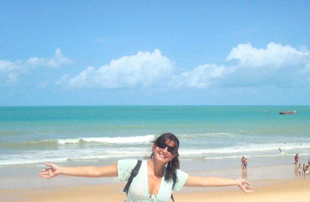 praia de ponta negra com mar azul